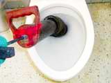 (写真)つまり清掃作業:専用器具にて異物除去