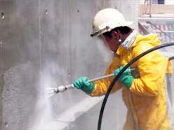 側溝清掃・吸引作業(高低差のある現場での作業状況)