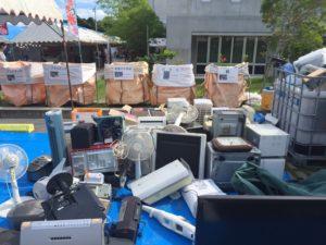 リサイクル体験で分解される電化製品